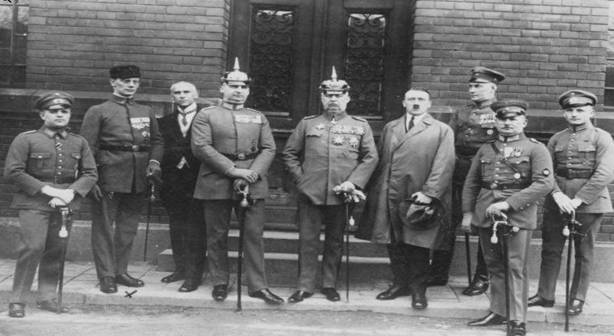 ליל הסכינים הארוכות – המעבר של גרמניה מדמוקרטיה לדיקטטורה