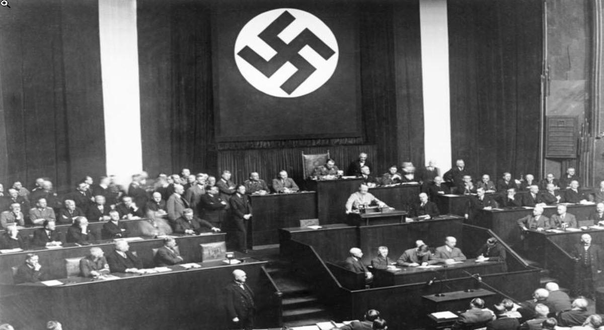החוק בדבר החזרת הפקידות המקצועית על כנה – צעדים שנקטו הנאצים כנגד יהודים