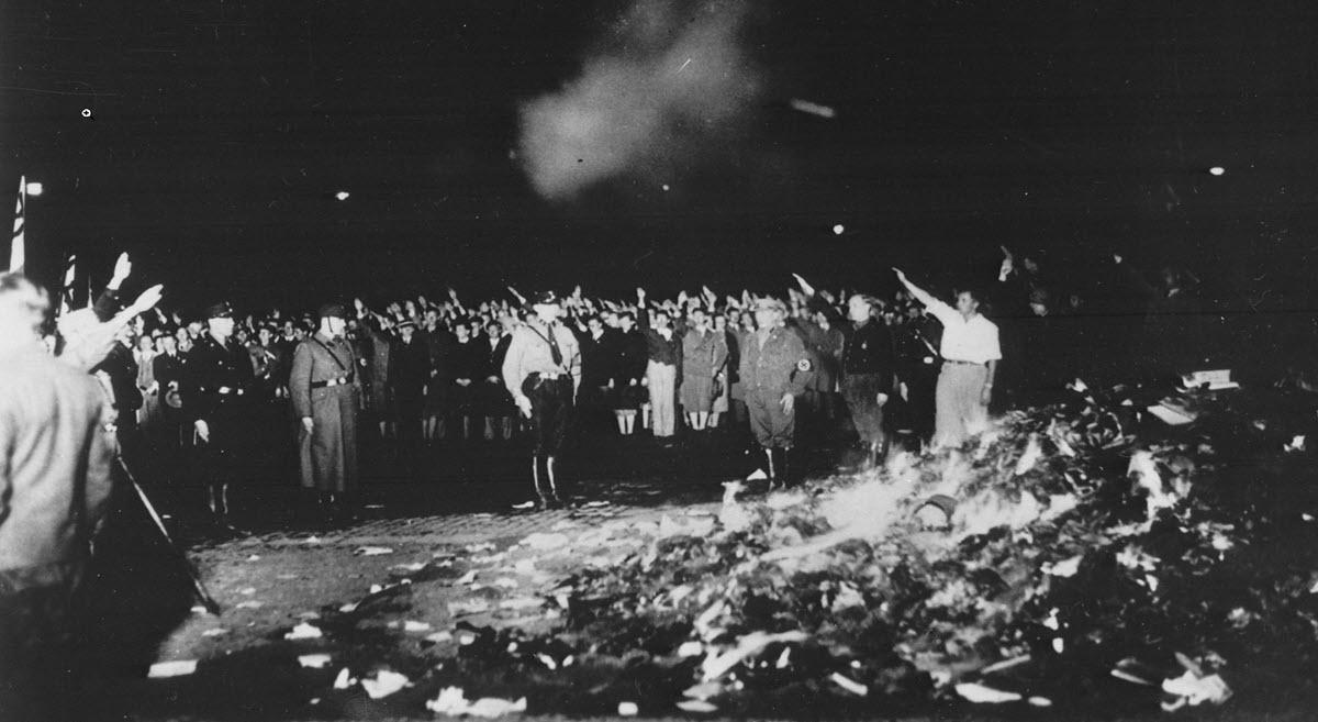 שריפת הספרים – צעדים שנקטו הנאצים כלפי היהודים